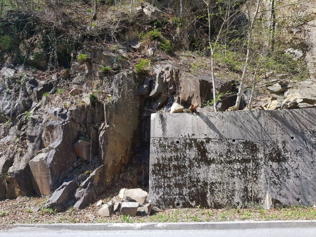 rock slope remediation - collapsinf rock blocks